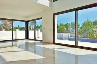 immo costa brava: villa 5 pièces 185 m², salon / séjour avec terrasse, accès piscine