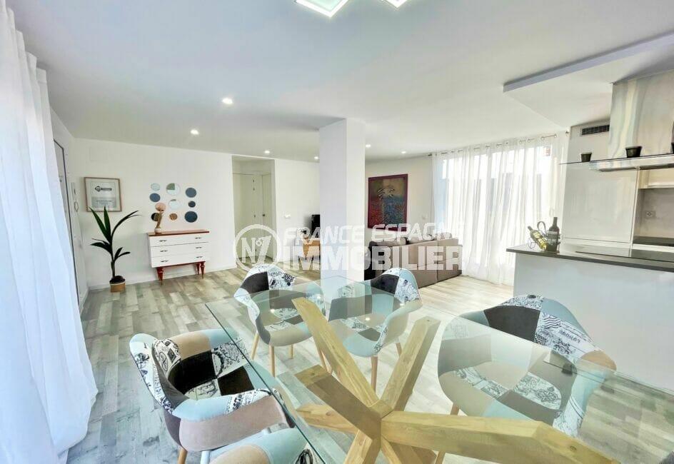 appartements a vendre a rosas, 4 pièces 65 m², séjour avec soin coin repas côté cuisine