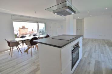 appartement à vendre rosas, 4 pièces 65 m², cuisine américaine, plaques, hotte, grande table