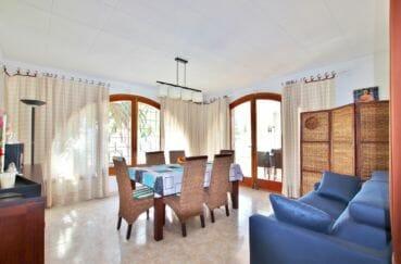 vente immobiliere rosas espagne: villa 336 m² avec amarre, salle à manger avec assès terrasse
