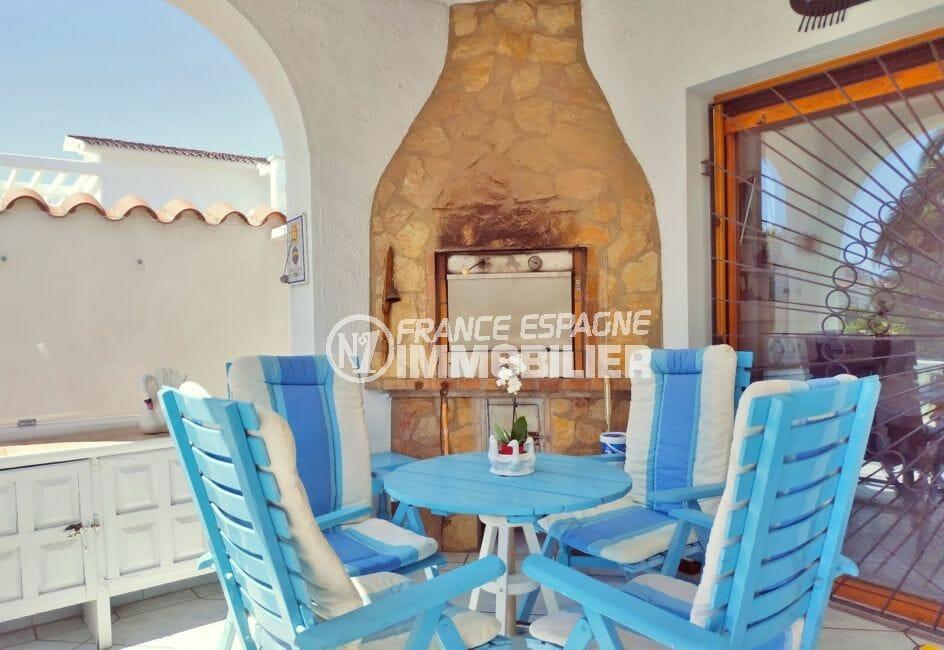 empuria immo: villa 113 m² avec amarre, grande terrasse avec barbecue en pierre
