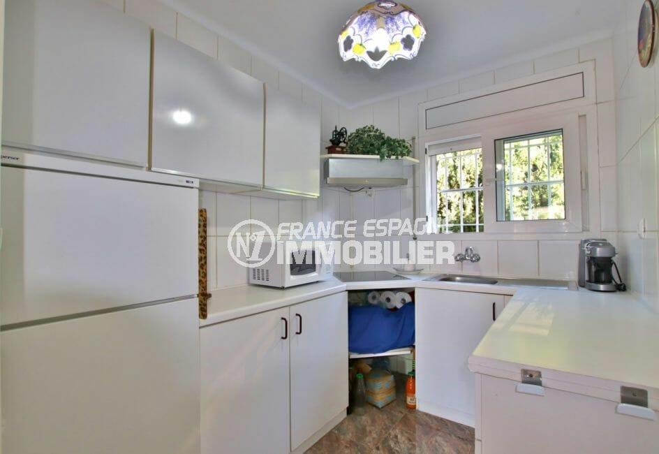 vente maison rosas espagne, 2 chambres 84 m² solarium, cuisine indépendante équipée