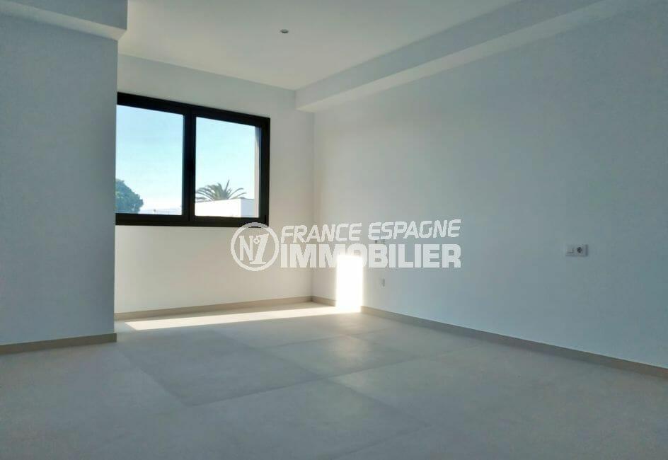 vente maison empuriabrava, villa 200 m² avec amarre, chambre à coucher, vue dégagée