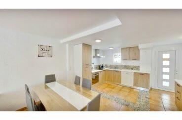 maison à vendre empuriabrava, villa 132 m² avec amarre, salle à manger avec cuisine ouverte