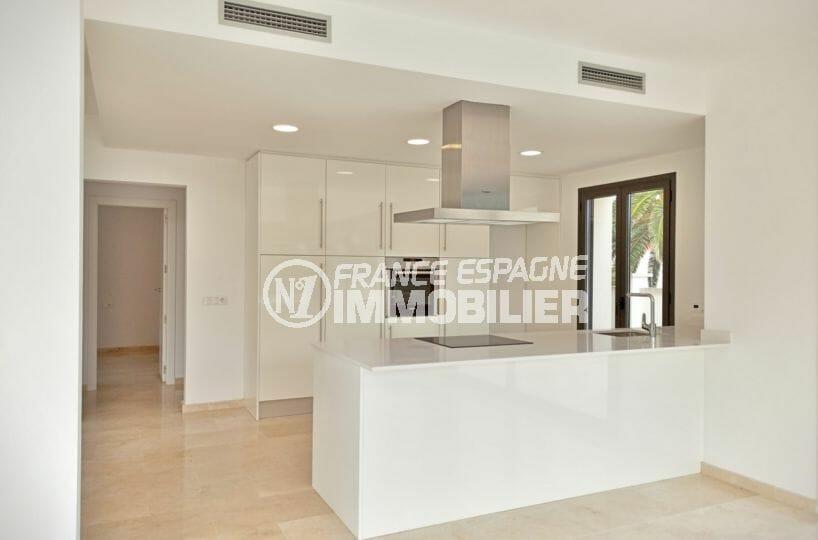 vente immobilier costa brava: villa 5 pièces 185 m², séjour avec cuisine américaine