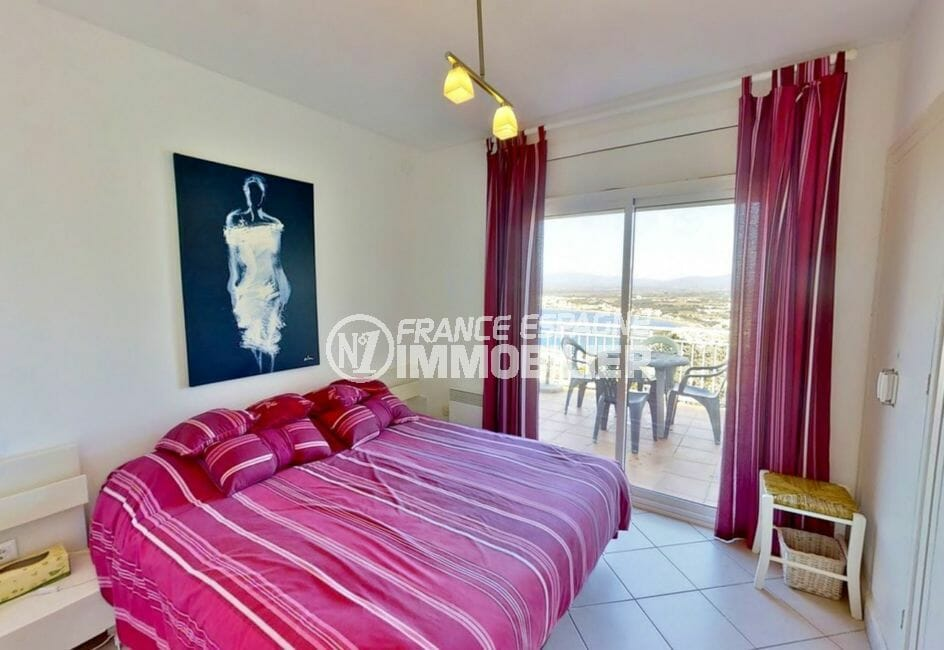 immo center roses: villa 4 pièces 119 m², chambre à coucher, lit double, terrasse