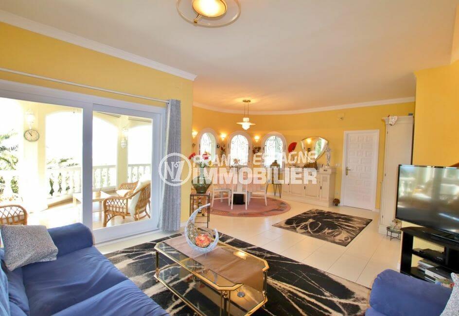 achat maison costa brava, villa 366 m², salon / séjour avec suspensions au plafond