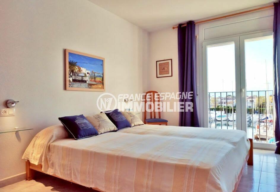 appartement a vendre empuriabrava, 3 pièces 93 m², 1° chambre meublée, lit double