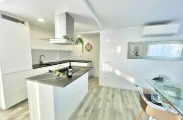 vente appartement costa brava, 4 pièces 65 m², cuisine américaine aménagée et équipée