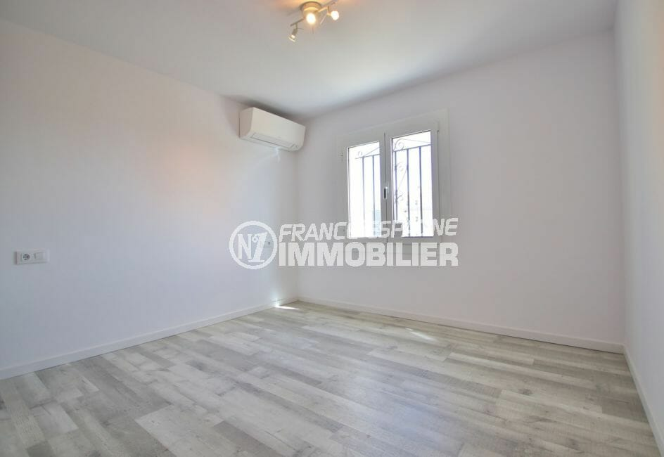 vente appartements rosas espagne, 4 pièces 65 m², 1° chambre avec climatisation