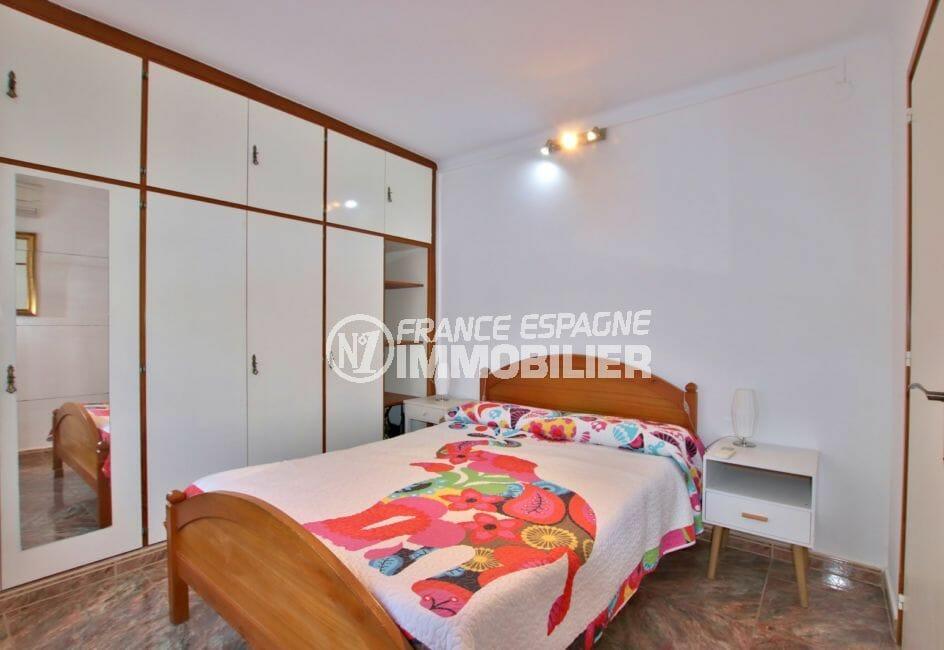 achat maison costa brava, 2 chambres 84 m² solarium, 1° chambre avec armoire encastrée