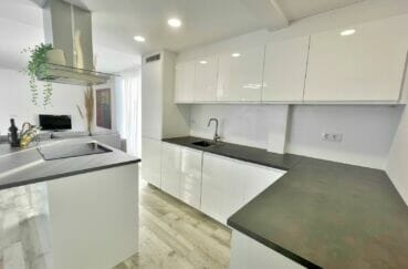 appartement a vendre a rosas, 4 pièces 65 m², cuisine équipée d'une hotte, four, plan de travail