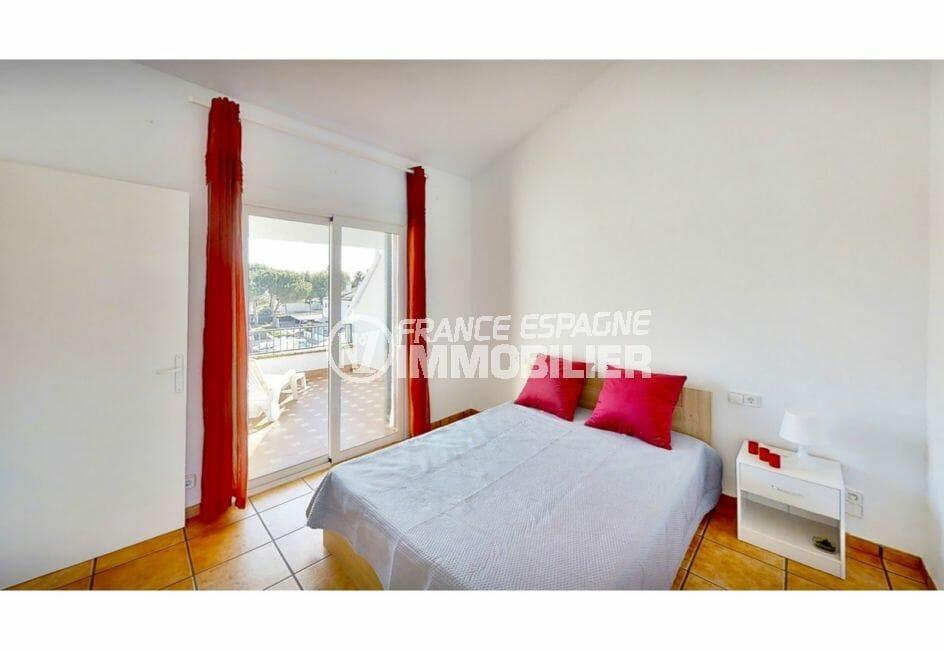 immocenter empuriabrava: villa 132 m² avec amarre, chambre à coucher, terrasse vue canal