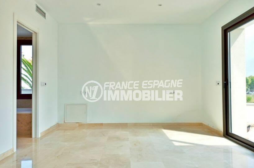 maison a vendre espagne costa brava, 5 pièces 185 m², suite parentale avec salle de bain, terrasse