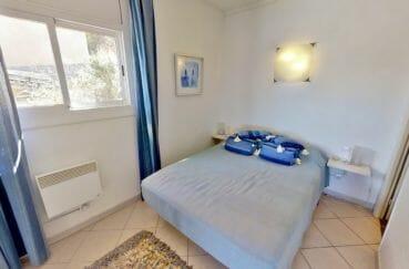 achat immobilier espagne costa brava: villa 4 pièces 119 m², chambre, lit double, applique murale