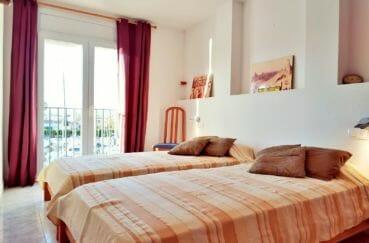 immobilier costa brava bord de mer: appartement 3 pièces 93 m², 2° chambre meublée, 2 lits simples
