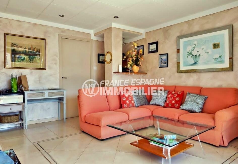 maison a vendre espagne bord de mer, villa 208 m² avec amarre, salon avec spots led au plafond