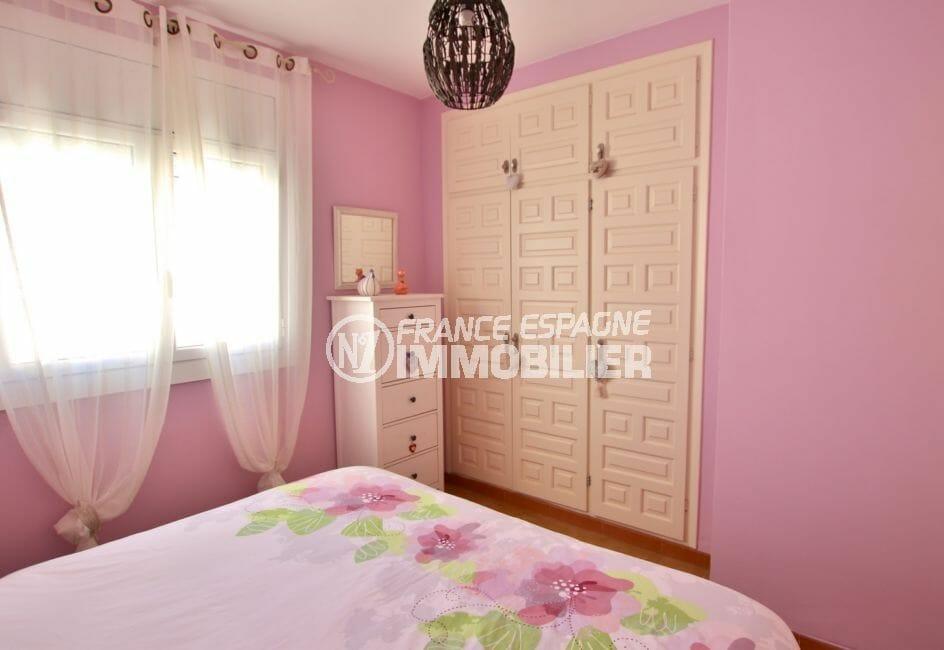 la costa brava: villa 74 m² avec 2 chambres, 2° chambre avec armoire / penderie