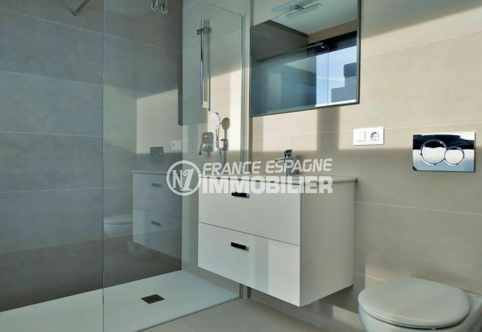 maison a vendre espagne, villa 200 m² avec amarre, salle d'eau avec douche et wc