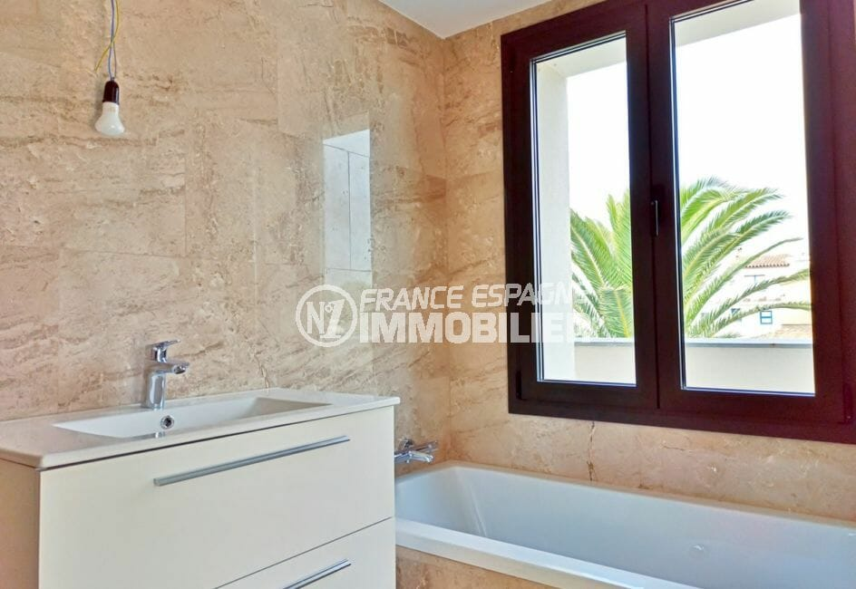 vente immobilière espagne costa brava: villa 5 pièces 185 m² salle de bain dans la suite parentale