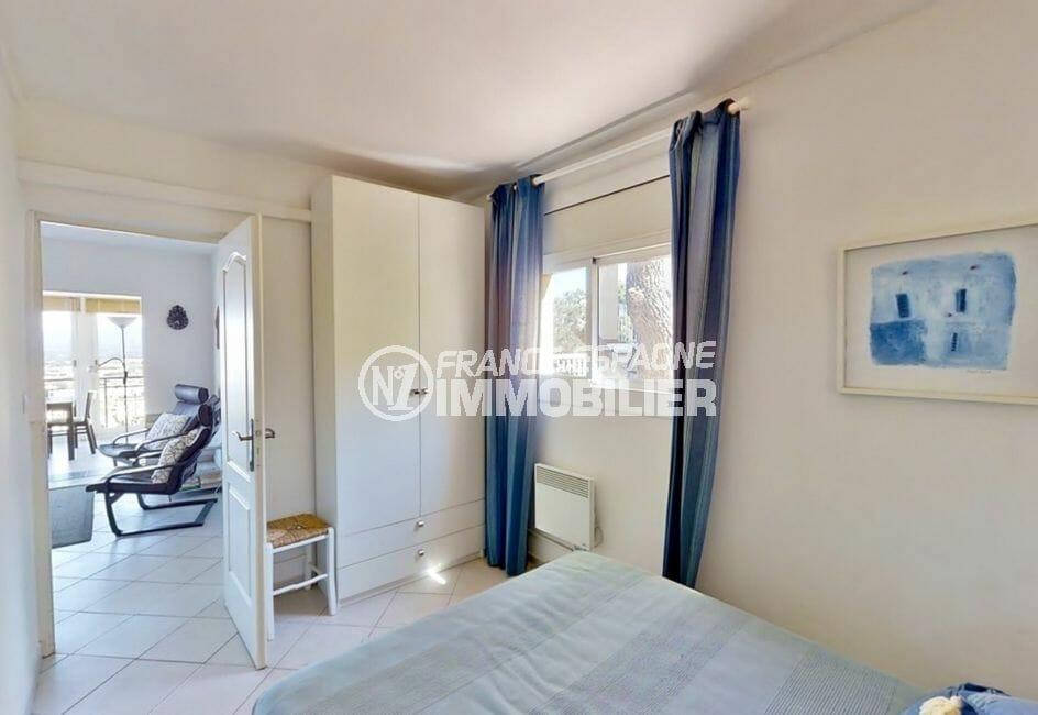 achat maison en espagne costa brava, 4 pièces 119 m², chambre avec lit double, armoire
