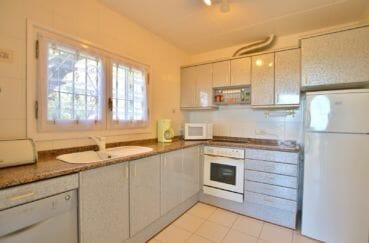 maison a vendre espagne, villa 366 m², cuisine aménagée et équipée, four, plaques