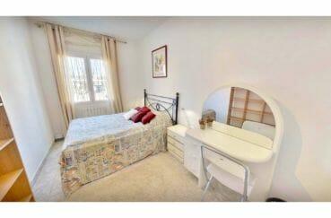 vente maison costa brava, 5 pièces 122 m², 2° chambre, lit double, coiffeuse