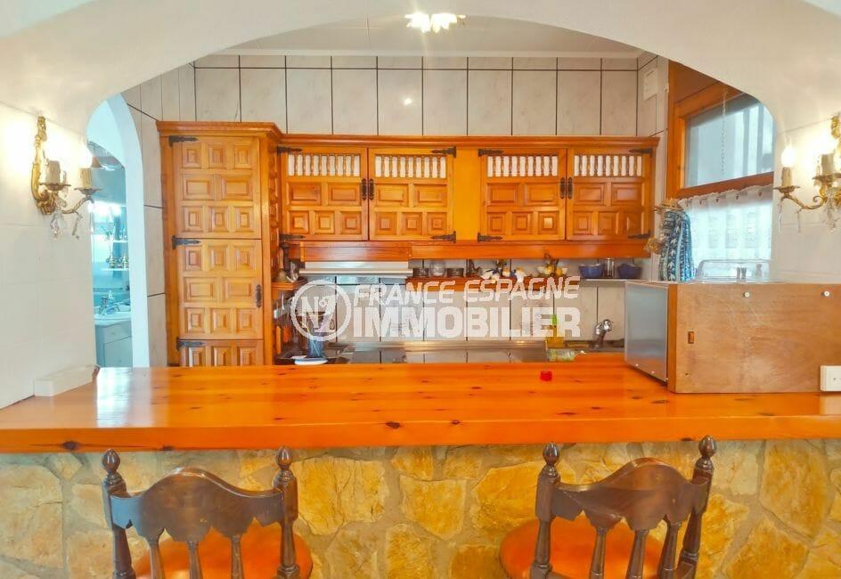 maison à vendre empuriabrava, villa 113 m² avec amarre, cuisine américaine avec coin repas