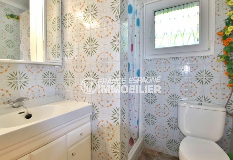 agence immobiliere costa brava: villa 2 chambres 84 m² solarium, 1° salle d'eau avec wc