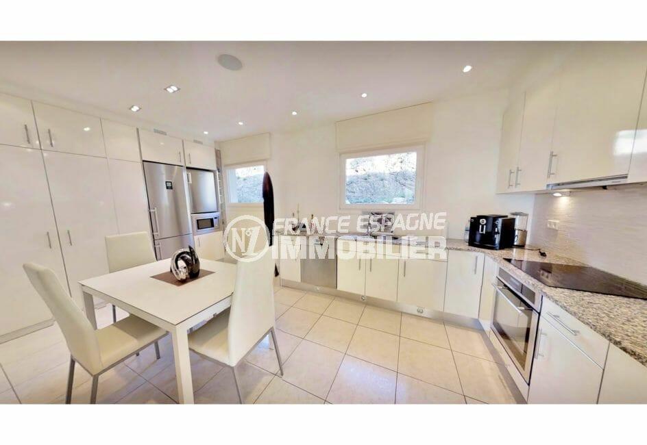 achat maison en espagne costa brava, villa de 480 m², cuisine indépendante aménagée et équipée