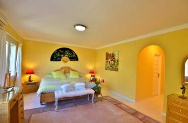 achat maison espagne costa brava, villa 366 m², chambre à coucher avec dressing
