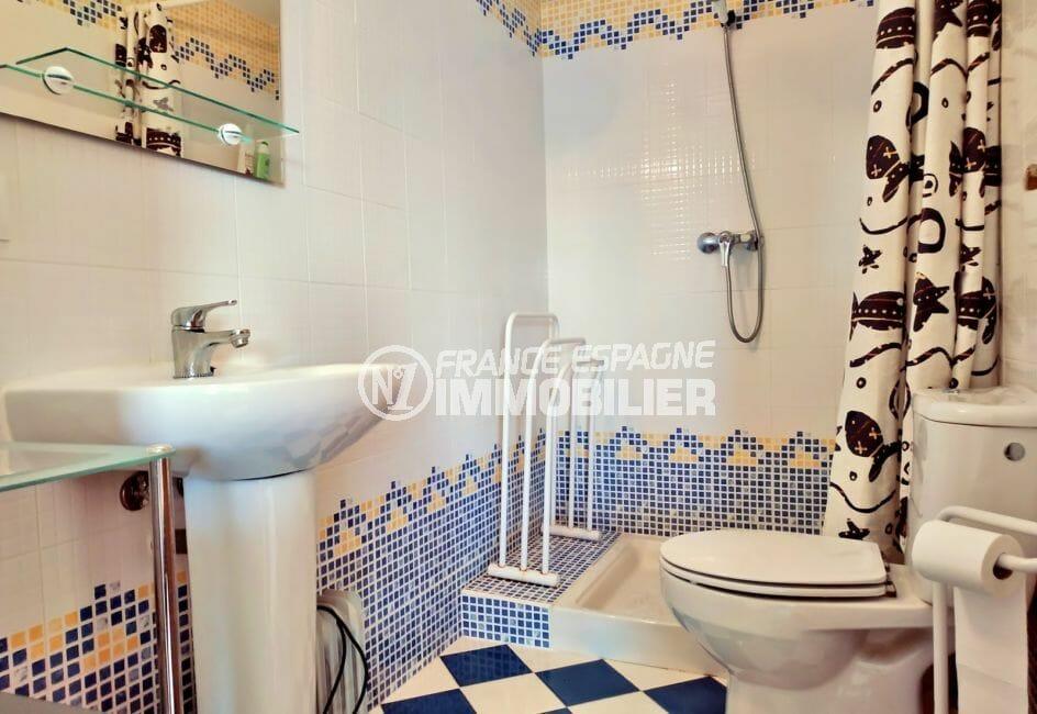 costa brava house: appartement 3 pièces 93 m², salle d'eau avec douche et wc