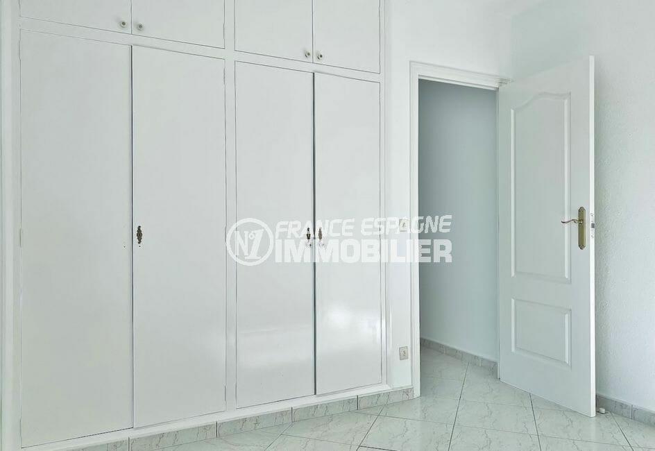 immocenter empuriabrava: villa 4 pièces 128 m²,, chambre à coucher, armoire / penderie
