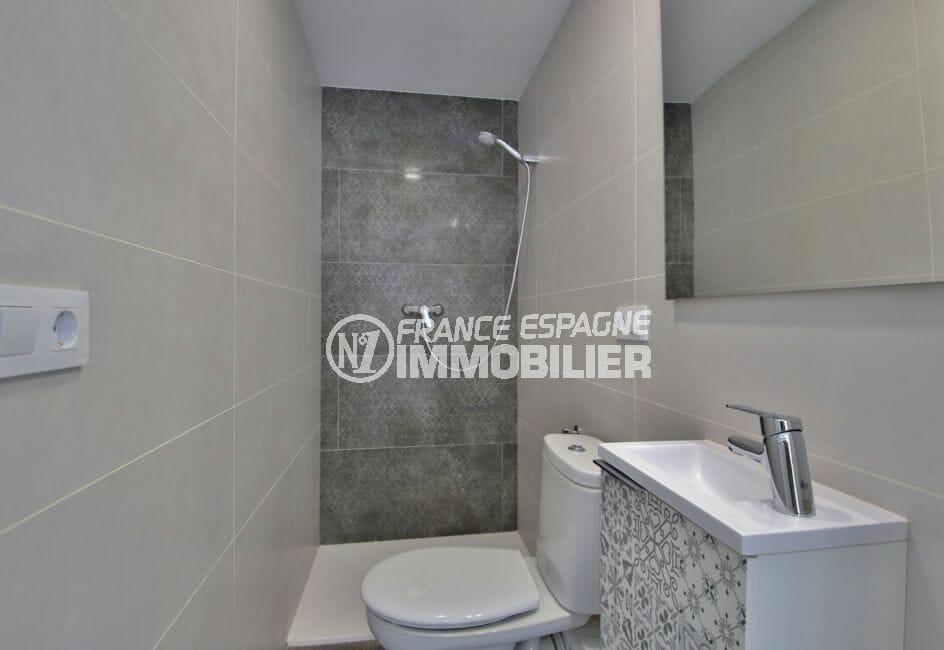 immocenter roses: appartement 4 pièces 65 m², 2° salle d'eau avec douche et wc