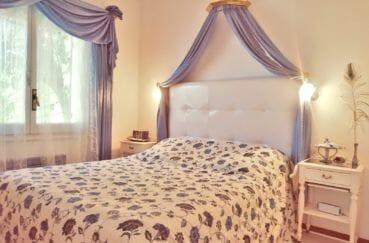 agence immobiliere costa brava: villa 113 m² avec amarre, 1° chambre lumineuse, lit double