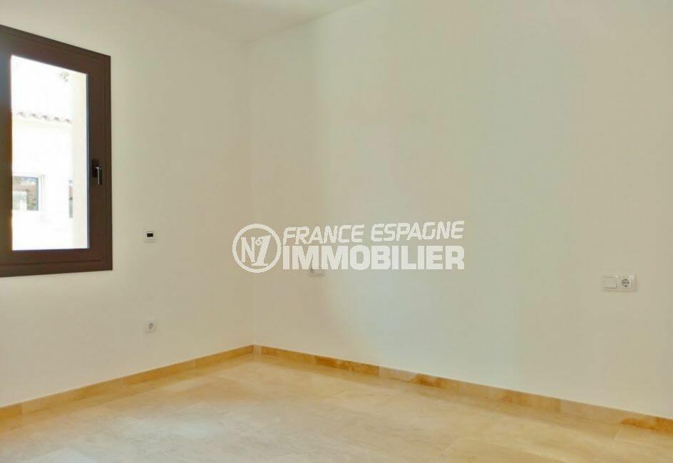 acheter sur la costa brava: villa 5 pièces 185 m² chambre à coucher lumineuse