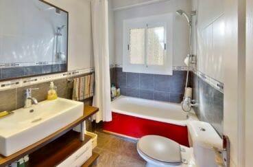 vente immobilier costa brava: villa 4 pièces 119 m², salle de bain, baignoire et wc