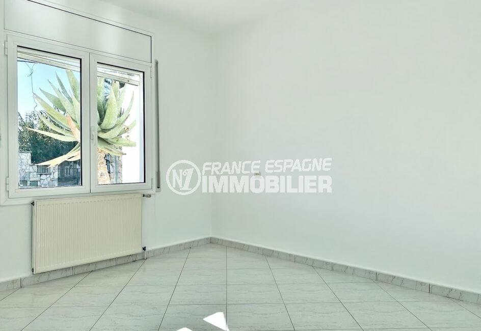 maison a vendre espagne bord de mer, 4 pièces 128 m², chambre à coucher lumineuse
