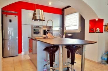 achat villa empuriabrava, villa 208 m² avec amarre, cuisine américaine moderne, aménagée et équipée