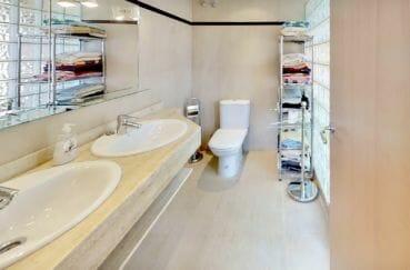 agence immobilière costa brava: appartement 5 pièces 136 m², salle d'eau avec 2 vasques et wc