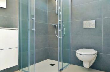la costa brava: villa 200 m² avec amarre, salle d'eau avec douche et wc suspendu