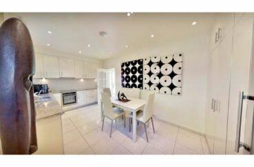 acheter maison costa brava, villa de 480 m², cuisine moderne équipée, armoire encastrée