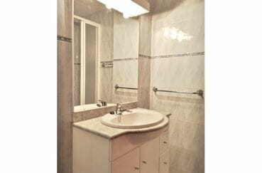 achat villa empuriabrava, villa 5 pièces 176 m², salle de bain avec meuble de rangement