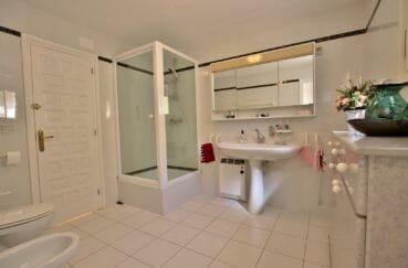 achat villa costa brava, villa 366 m², salle d'eau avec douche, wc et bidet