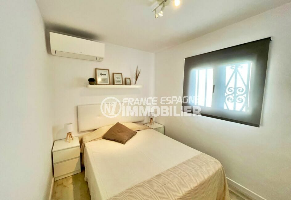 rosas immo: appartement 4 pièces 65 m², chambre à coucher, lit double, climatisation