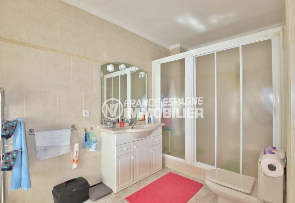 achat maison rosas espagne, villa 336 m² avec amarre, 1° salle d'eau avec très grande douche
