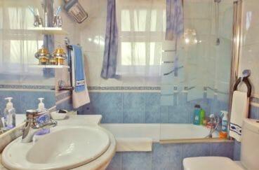 maison a vendre espagne, villa 113 m² avec amarre, 1° salle de bain, baignoire et wc