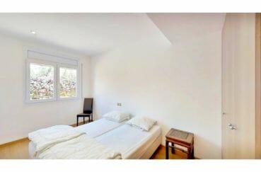 agence immobilière roses: appartement 5 pièces 136 m², chambre avec armoire penderie encastrée