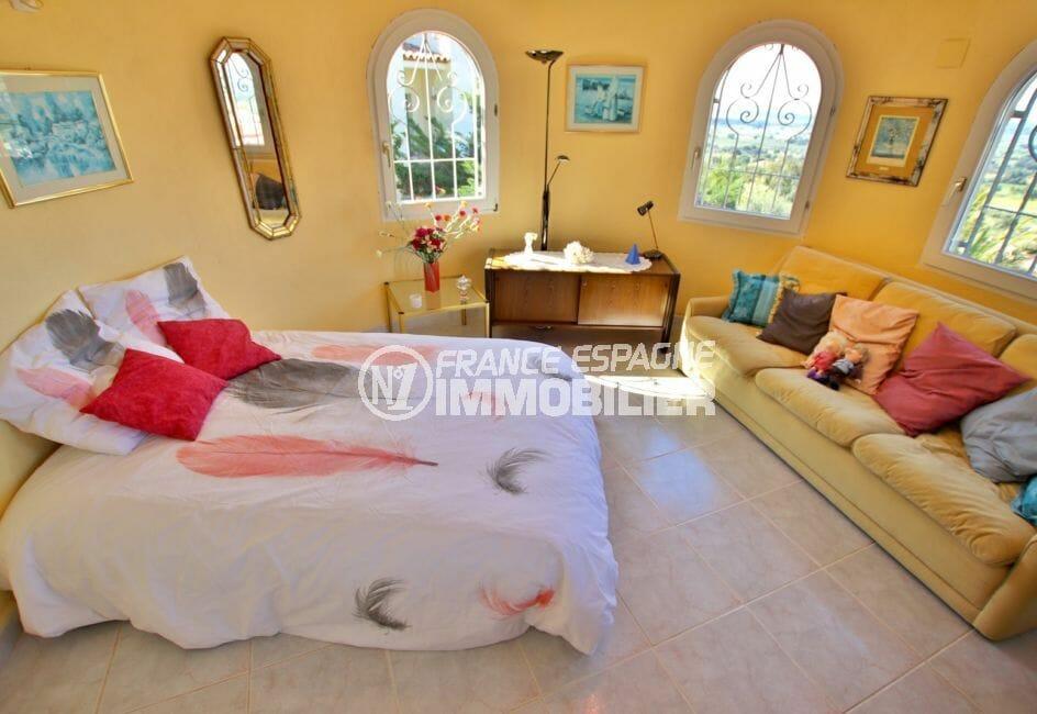 achat immobilier costa brava: villa 366 m², chambre à coucher, fenêtres cintrées
