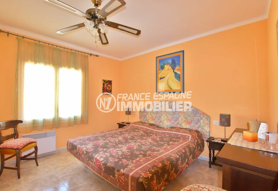 vente immobiliere rosas: villa 336 m² avec amarre, 2° chambre, lit double, ventilateur plafond